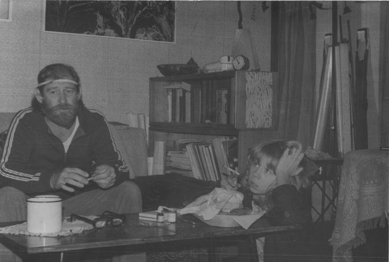 Евгений Михнов-Войтенко с двоюродной племянницей Юлей Мазанкиной, 1980-е гг.