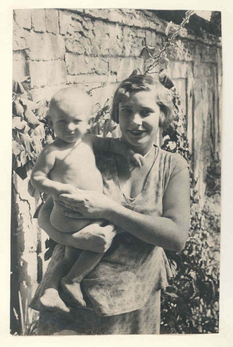 Евгений Михнов-Войтенко с мамой Валентиной Александровной. Херсон. 1932 год