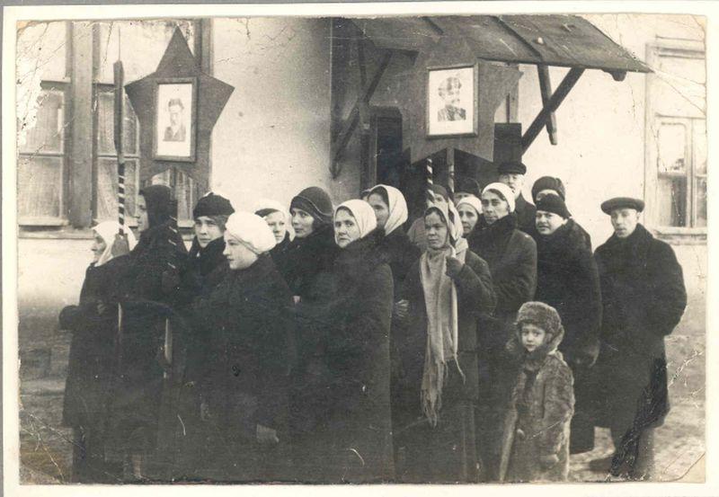 Перед демонстрацией. Воронеж. 1936 год.