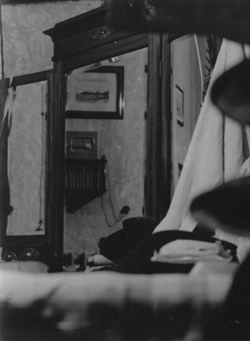 Фрагмент комнаты на Солдатском переулке. начало 1960-х годов.